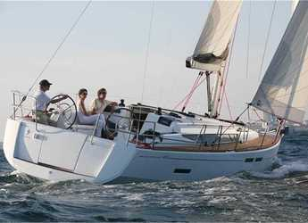 Rent a sailboat in Portocolom - Sun Odyssey 409 (3Cab)
