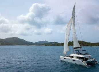 Rent a catamaran in JY Harbour View Marina - Lagoon 56