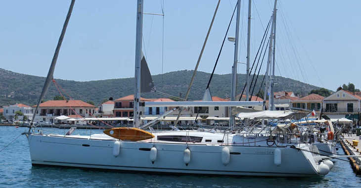 Rent a sailboat in Lefkas Nidri - Oceanis 54