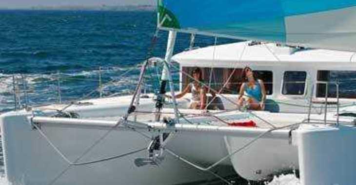 Rent a catamaran in Maya Cove, Hodges Creek Marina - Lagoon 450