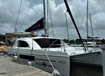 Rent a catamaran in Maya Cove, Hodges Creek Marina - Leopard 40