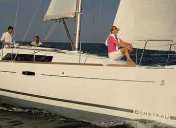 Rent a sailboat in Sotogrande - Oceanis 34