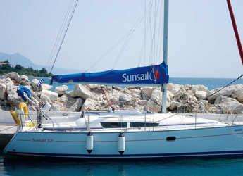 Rent a sailboat in Lefkas Nidri - Sunsail 32i (Classic)