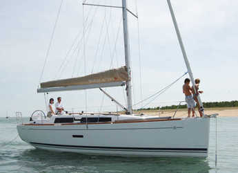 Rent a sailboat in Sotogrande - Dufour 375
