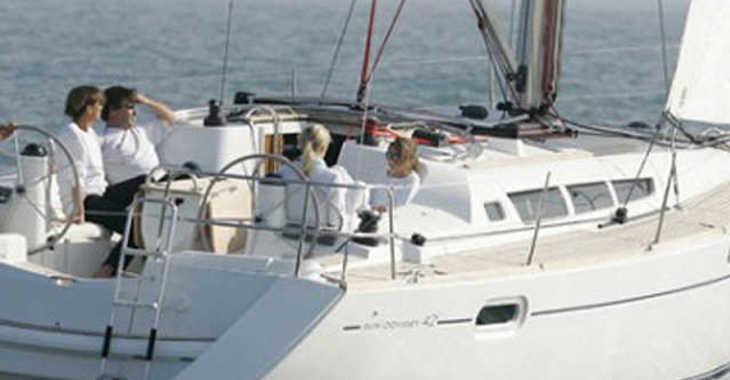 Alquilar velero Jeanneau Sun Odyssey 42i en Sotogrande, Cádiz