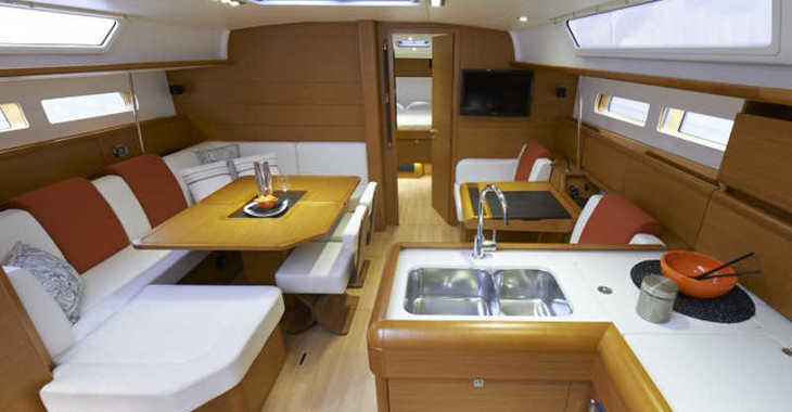 Rent a sailboat in Lefkas Nidri - Sunsail 47 (Classic)