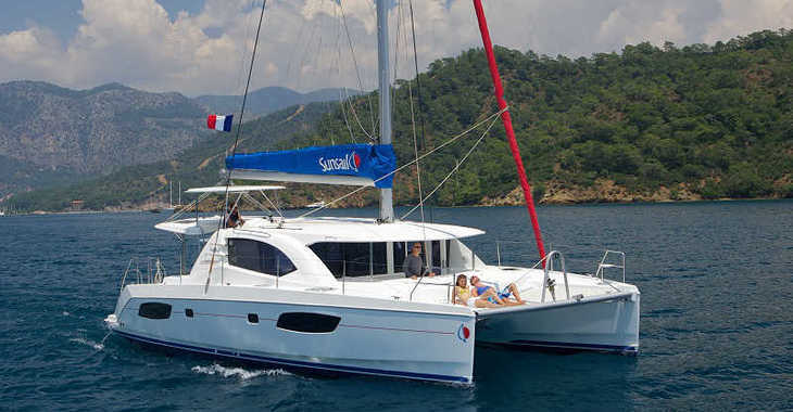 Rent a catamaran in Captain Oliver's Marina - Sunsail 444 (Classic)