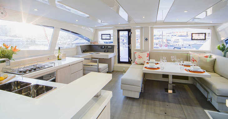 Rent a catamaran in Paradise harbour club marina - Moorings 4800 (Club)