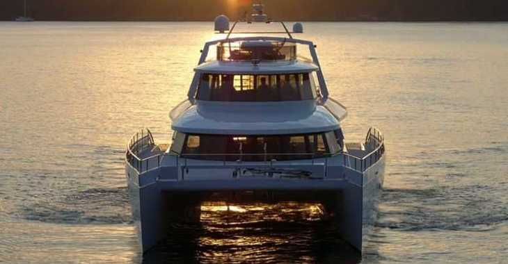 Rent a power catamaran  in Nassau - Tri-deck Power Cat 80