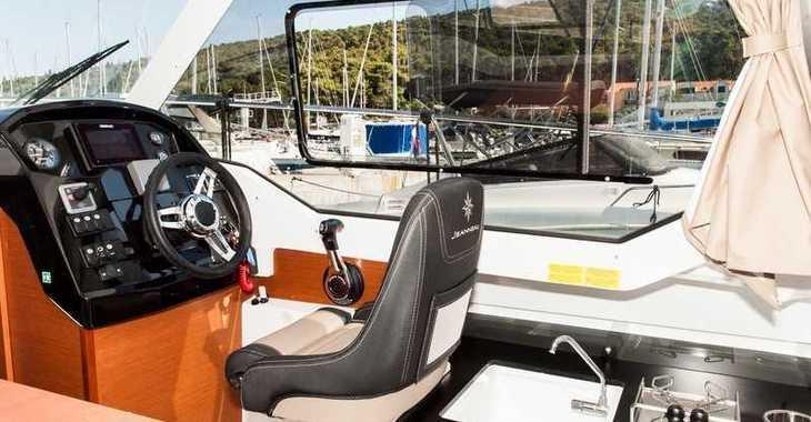 Rent a motorboat in Marina Kastela - Jeanneau Merry Fisher 795