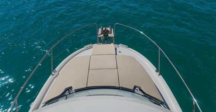 Rent a motorboat in Marina Kastela - Beneteau Antares 8 OB