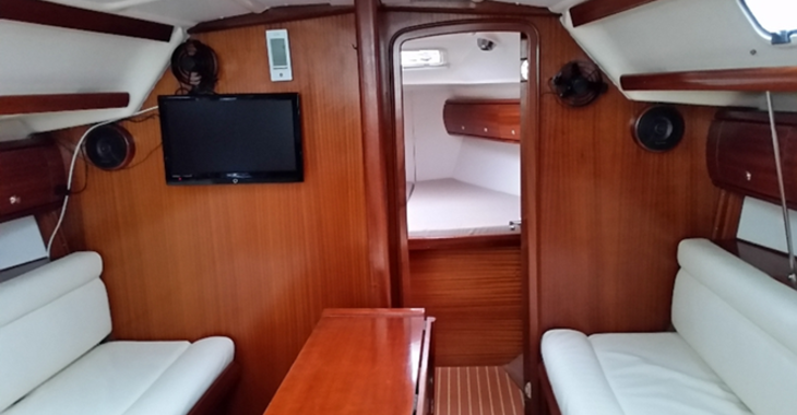 Rent a sailboat in Skiathos  - Bavaria 36