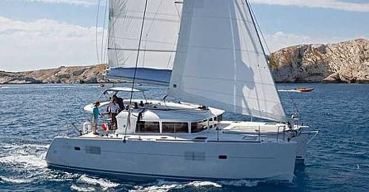 Rent a catamaran in Club Nàutic Estartit - Lagoon 400