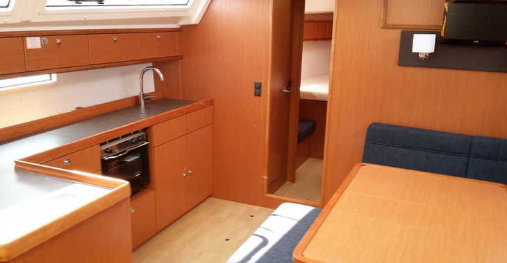 Rent a sailboat in Veruda - Bavaria Cruiser46