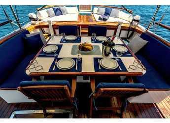Chartern Sie motorboot in Alimos Marina Kalamaki - Crewed Motor Sailer