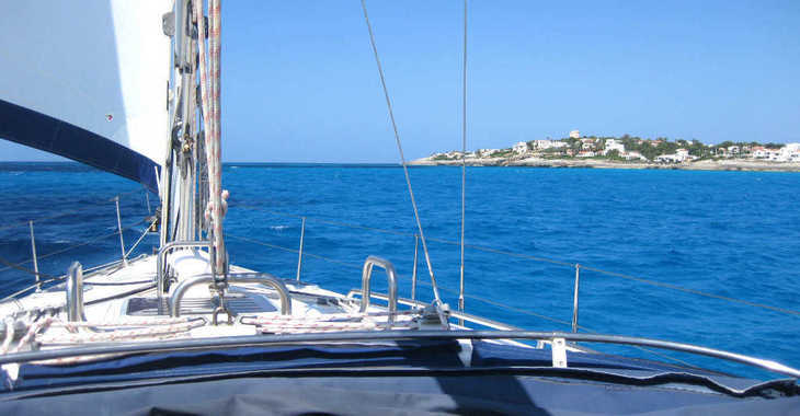 Rent a sailboat in Port Mahon - Bavaria Cruiser 42