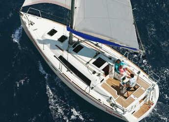 Rent a sailboat in Marina di Cannigione - Oceanis 31 (Classic)