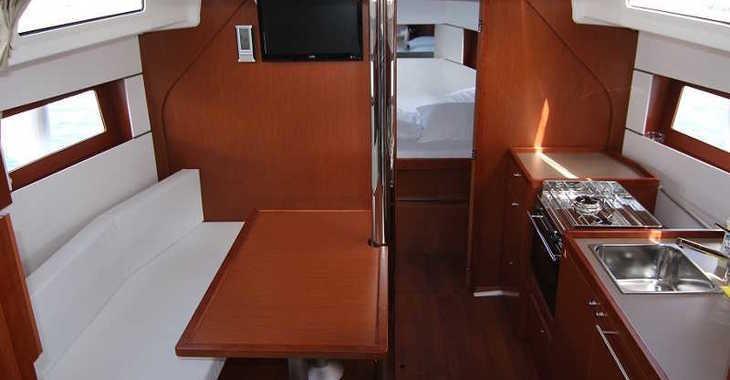 Rent a sailboat in Marina d'Arechi - Oceanis 38.1
