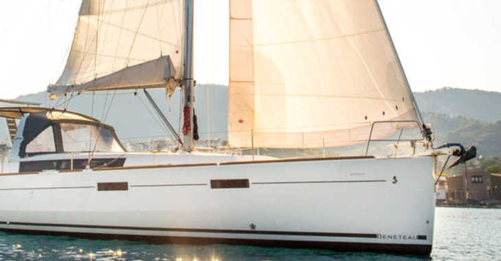Rent a sailboat in Skiathos  - Oceanis 45