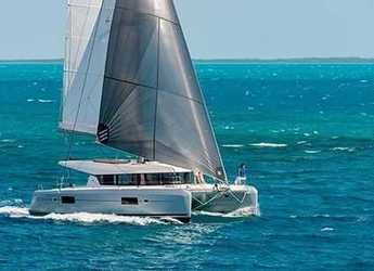 Rent a catamaran in Maya Cove, Hodges Creek Marina - Lagoon 42 with watermaker & A/C - PLUS
