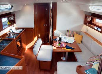 Chartern Sie segelboot in Porto Lotti  - Oceanis 45