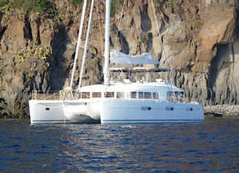 Rent a catamaran in Porto Capo d'Orlando Marina - Lagoon 620