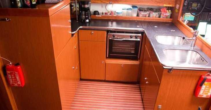 Rent a sailboat in Muelle de la lonja - Bavaria 51 Cruiser