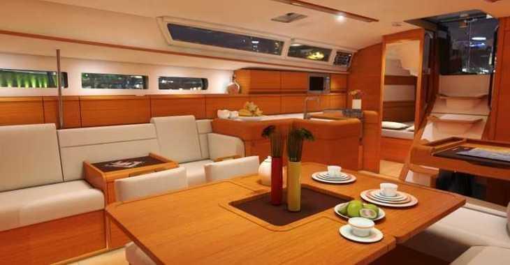 Rent a sailboat in Muelle de la lonja - Sun Odyssey 519