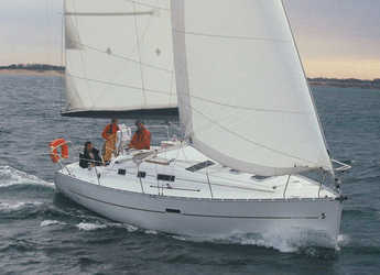 Rent a sailboat in Cagliari - Oceanis 323