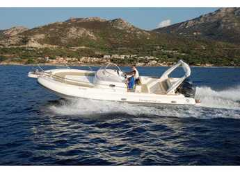 Rent a motorboat in Marina di Cannigione - Tempest 900