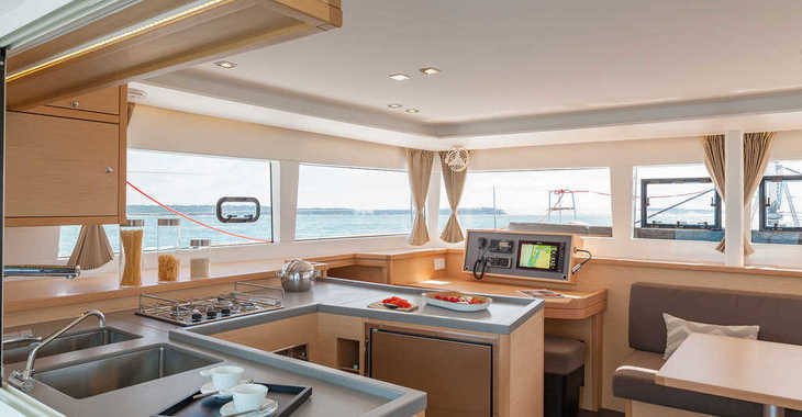 Rent a catamaran in Marina Baotić - Lagoon 450  Flybridge