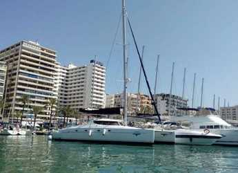 Rent a catamaran in Muelle de la lonja - Bahia 46