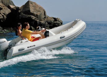 Rent a dinghy in Port Mahon - Brig