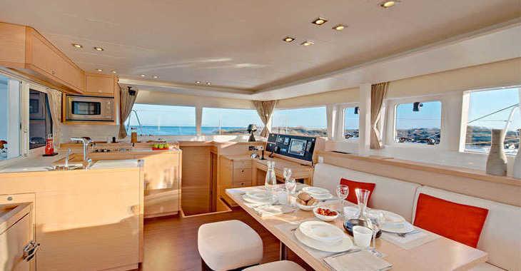 Chartern Sie katamaran in Marina di Portisco - Lagoon 450 Flybridge