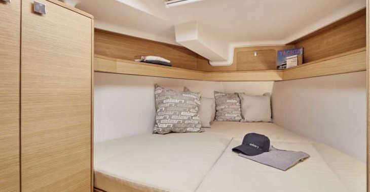 Rent a sailboat in Marine Pirovac - Elan E4