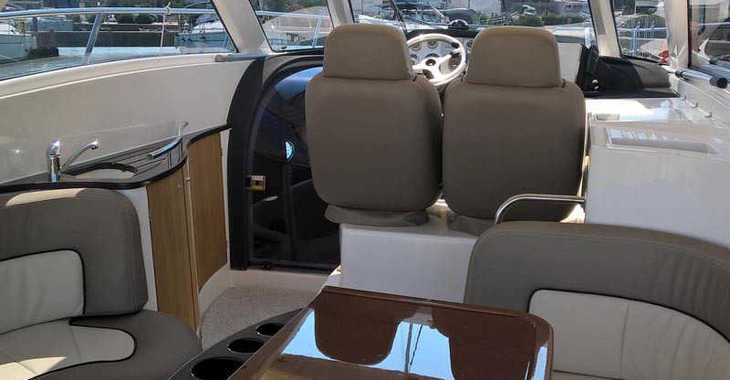 Rent a motorboat in Marine Pirovac - Elan Power 35