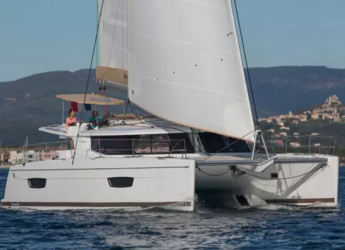 Rent a catamaran in Contra Muelle Mollet - Helia 44