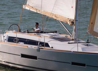 Rent a sailboat in Contra Muelle Mollet - Dufour 382 Grand Large