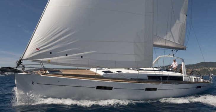 Rent a sailboat in Paros - Oceanis 45