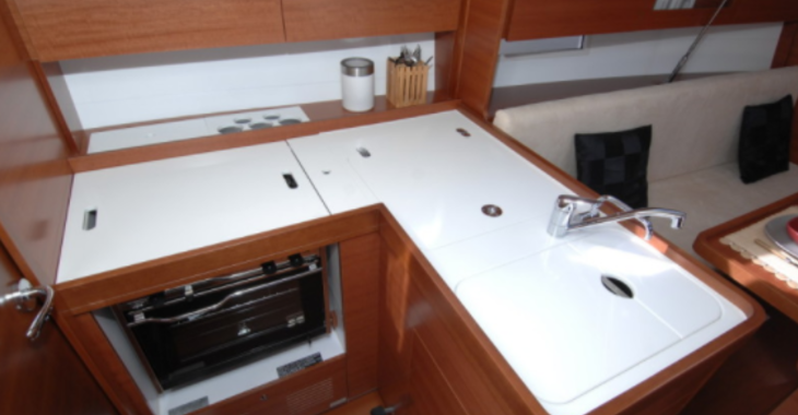 Rent a sailboat in Contra Muelle Mollet - Dufour 335 Grand Large