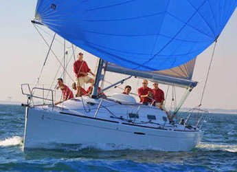 Rent a sailboat in Marina di Nettuno - First 36.7