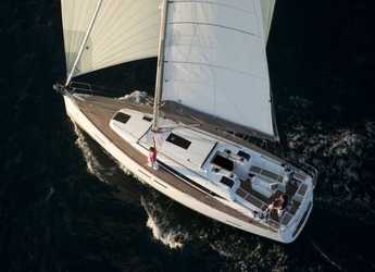 Rent a sailboat in Marina di Portorosa - Oceanis 38.1