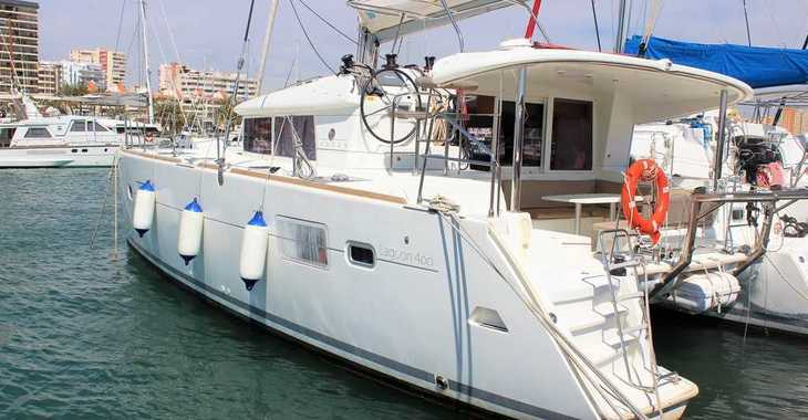 Rent a catamaran in Club Naútico de Sant Antoni de Pormany - Lagoon 400