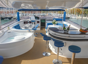 Chartern Sie yacht in Naviera Balear - Elegance 95