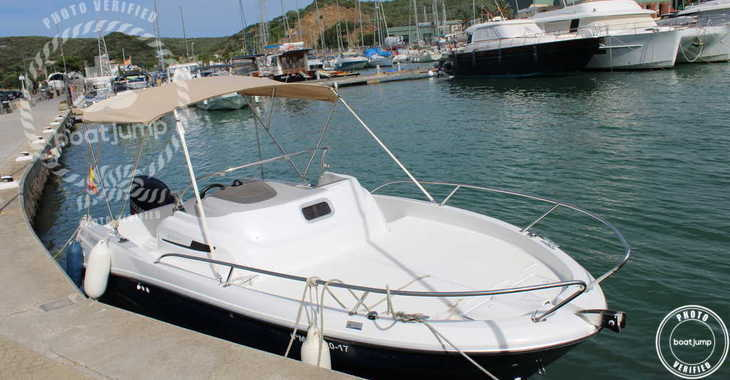 Rent a motorboat in Port Mahon - Jeanneau Cap Camarat 6.5