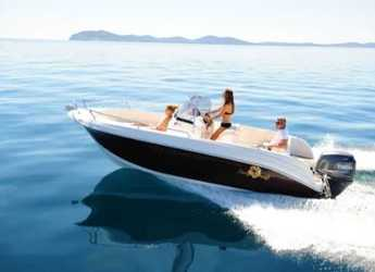 Rent a motorboat in Club de Mar - Pacific Craft 625 Open