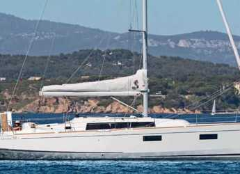 Rent a sailboat in Solenzara - Beneteau Oceanis 38.1