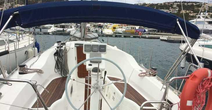 Rent a sailboat in Port d'andratx - Beneteau Oceanis 323