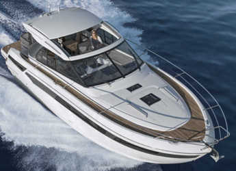 Rent a motorboat in Veruda - Bavaria S40 Coupe