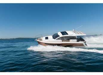 Rent a motorboat in Veruda - Sealine C330
